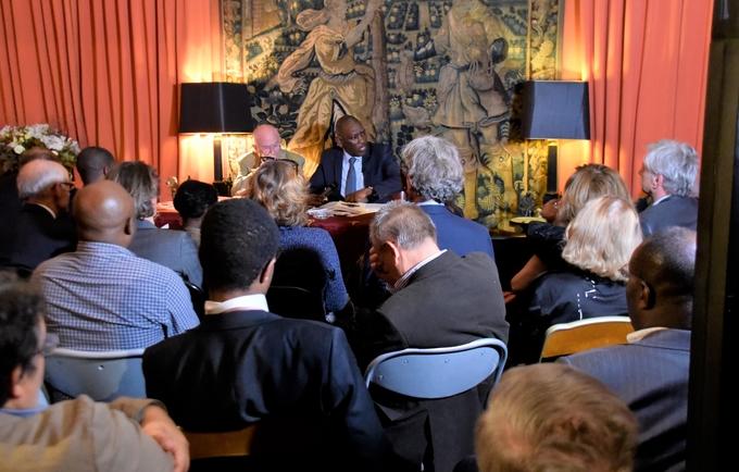Présentation de l'ouvrage sur le partenariat stratégique à Paris
