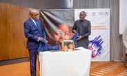 Son Excellence M. Auguste Pareina, Ambassadeur de Madagascar à Dakar et M. Mabingué Ngom directeur régional de l'UNFPA