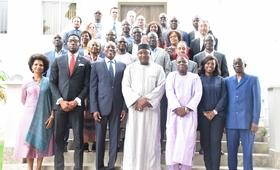 Photo du Chef d'Etat Gambien avec le Directeur régional et les représentants des pays de UNFPA